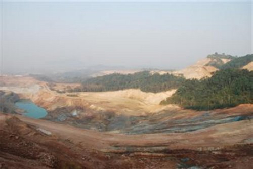 Hundreds of Local Workers Laid Off at Laos Gold Mine