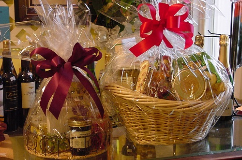 Officials Warn Consumers About Gift Basket Risks