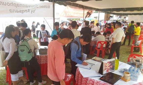 College Graduates in Laos Face Bleak Job Prospects Amid Pandemic Shutdowns